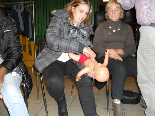 Massage cardiaque chez un nourisson